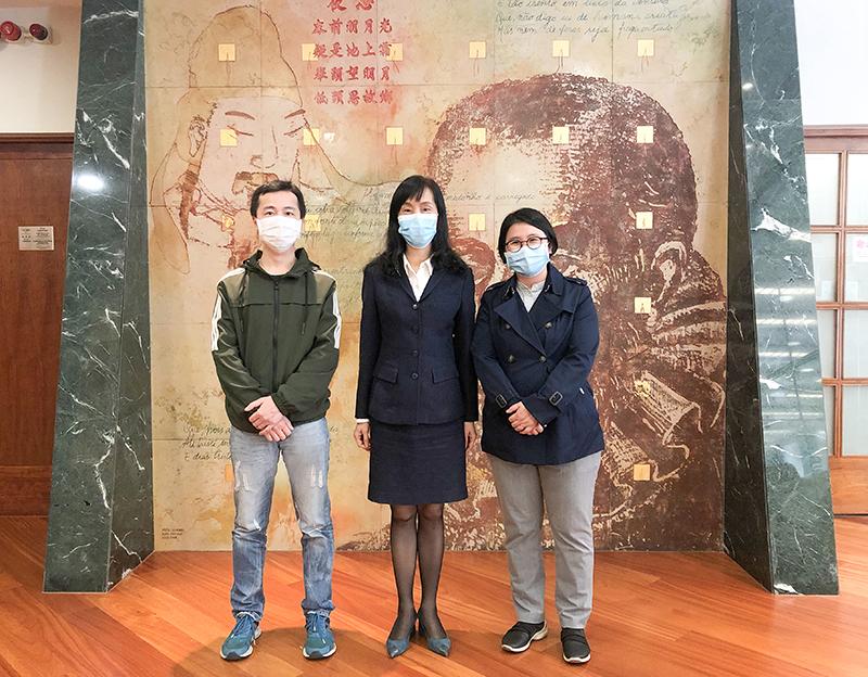 民众願景協會會長宋碧琪及理事長許龍通與社會文化司司長歐陽瑜合影